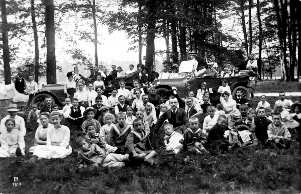 1912-08 Sonntagsschulfeier Leonhard u Kleemann mit Auto AK HGergele